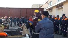 Спасатели носили девушек на руках на соревнованиях во Владивостоке
