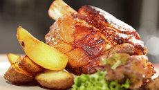 Жареная картошка с мясом. Архивное фото