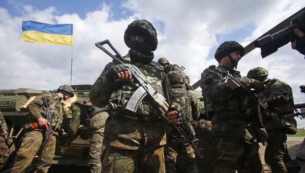 Бойцы Украинской армии недалеко от города Славянска