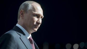 Президент России Владимир Путин отвечает на вопросы журналистов после окончания Прямой линии с Владимиром Путиным