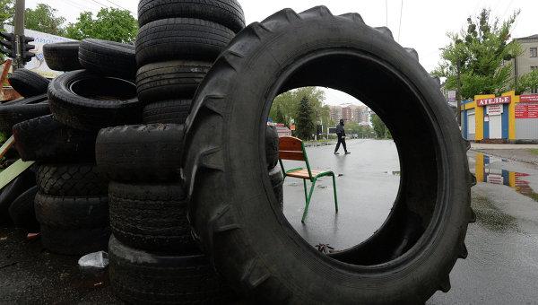 Баррикады, построенные жителями Славянска. Архивное фото
