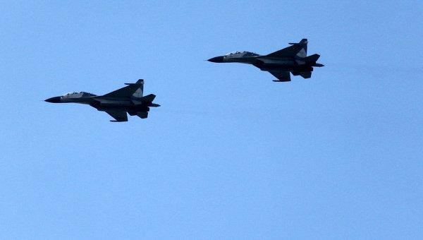 Демонстрационный полет двух Су-30МК2. Архивное фото