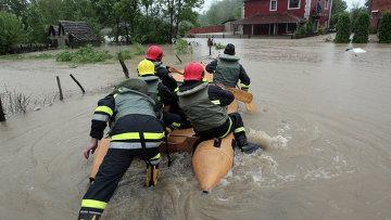 Эвакуация населения из затопленных районов в Сербии