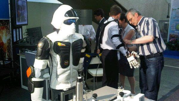 Прототип робота-андроида, который может работать в опасной среде