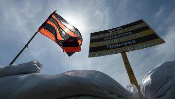 Блокпост на окраине города Лисичанска в Луганской области