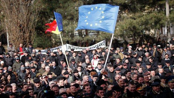 Флаги Молдавии и Евросоюза