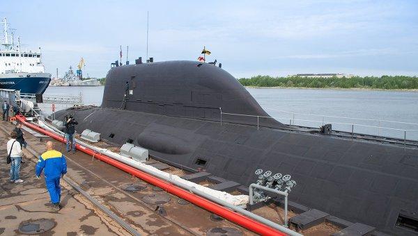 Первая многоцелевая атомная подводная лодка (АПЛ) проекта Ясень К-560 Северодвинск у причала оборонной судоверфи Севмаш в Северодвинске.