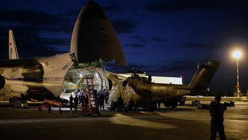 Операция по переброске вертолетов в ЦВО на самолете Руслан. Архивное фото