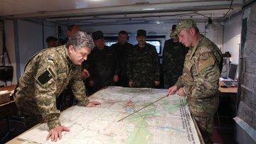 Президент Украины П. Порошенко посетил штаб Нацгвардии в Донецкой области. Архивное фото