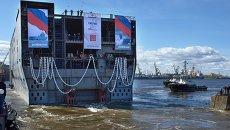 Спуск на воду кормовой части вертолетоносца класса Мистраль. Архивное фото