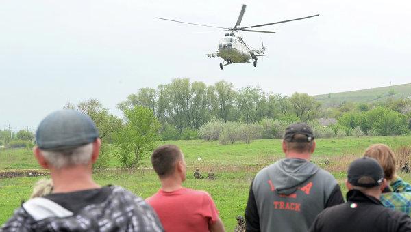 Военный вертолет украинских войск в Донецкой области. Архивное фото