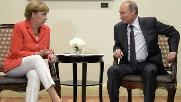 Президент России Владимир Путин и канцлер Германии Ангела Меркель во время встречи в Рио-де-Жанейро