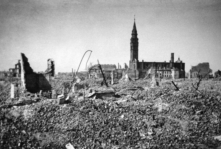 Вид на одну из улиц Варшавы в августе 1944-го года