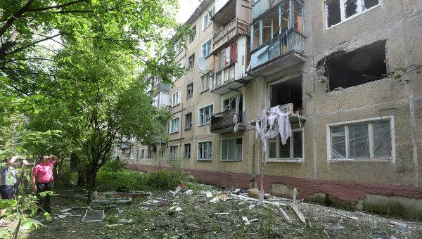 Жилой многоквартирный дом на окраине Донецка, пострадавший от артиллерийского обстрела. Архивное фото.