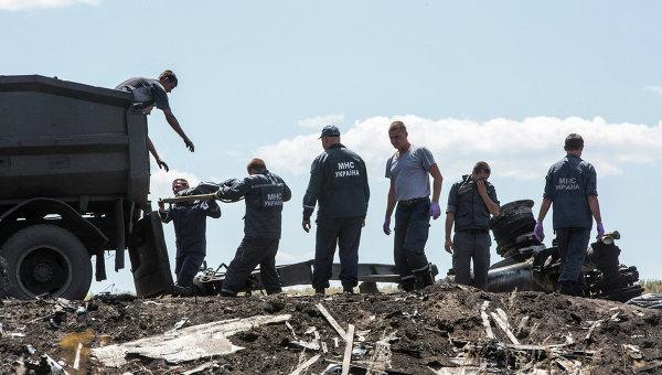 Работы на месте крушения самолета Boeing 777 авиакомпании Malaysia Airlines на Украине