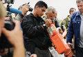 Представители ДНР и малайзийские эксперты во время передачи бортовых самописцев Boeing, разбившегося на Украине
