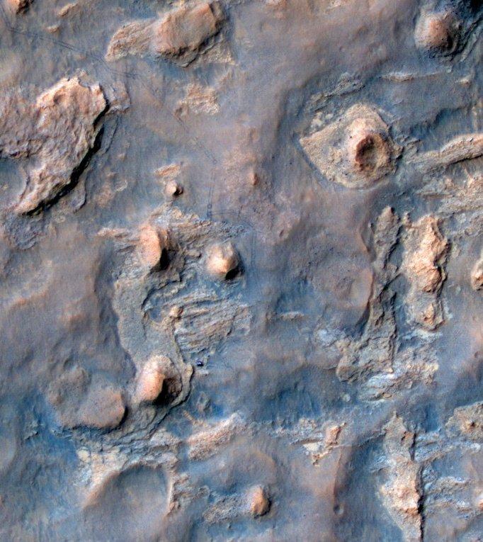 Снимок с орбиты показывающий путь марсохода Curiosity