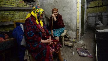Пенсионеры в Шахтерске Донецкой области.. Архивное фото