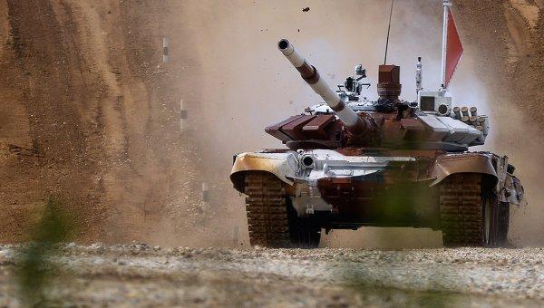 Танк Т-72Б во время соревнований по танковому биатлону. Архивное фото