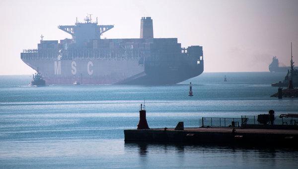 Корабль в порту. Архивное фото