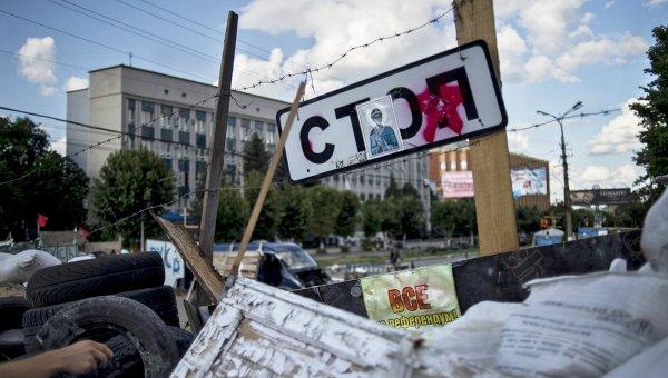 Баррикада у здания СБУ в Луганске