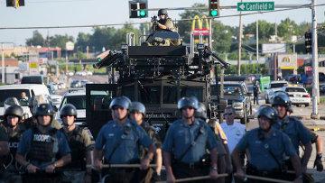 Полиция на улице города Фергюсон, США. Архивное фото