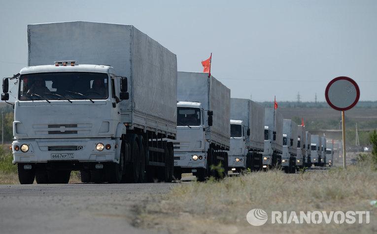 Колонна с гуманитарной помощью из РФ на границе с Украиной
