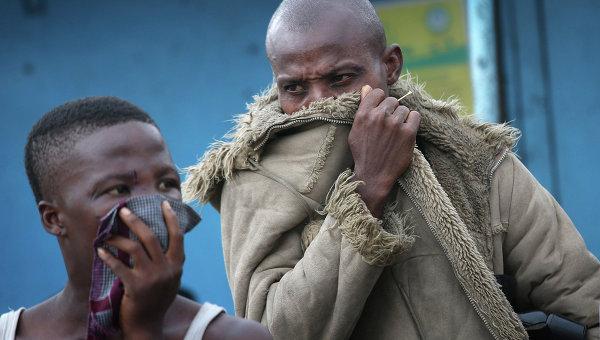 Жители трущоб Либерии во время вспышки лихорадки Эбола