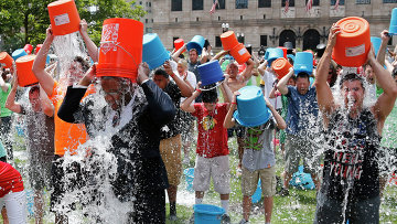 Участники акции Ice Bucket Challenge