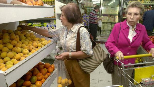 В супермаркете Каракаса, архивное фото