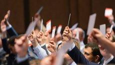 Делегаты съезда партии Солидарность голосуют за переименование партии в Блок Петра Порошенко в Киеве