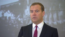 Мы все переживаем за Стенина - Медведев на выставке Взгляни в глаза войне