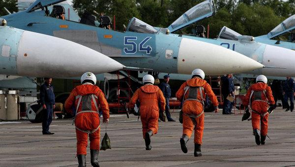 Истребители Су-27 перед взлетом во время учений в Восточном военном округе