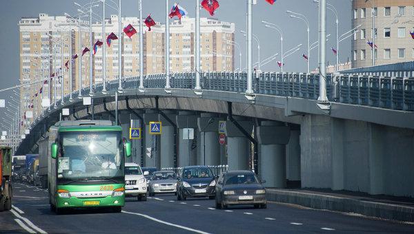 Открытие движения по транспортной развязке на пересечении Новорязанского шоссе с улицами Генерала Кузнецова и Маршала Полубоярова. Архивное фото