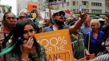 Актер Леонардо Ди Каприо принимает участие в марше против глобального потепления в Нью-Йорке 21 сентября 2014