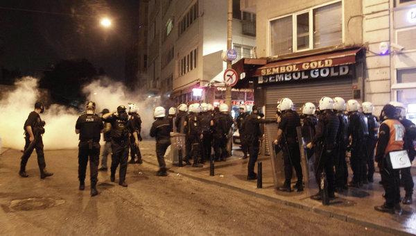 Столкновения протестующих с полицией в Турции. 7 октября 2014