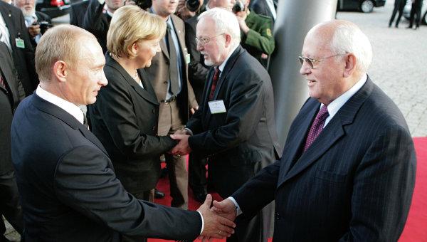 Президент России Владимир Путин, первый президент СССР Михаил Горбачев. Архивное фото