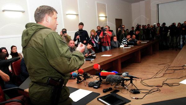 Премьер-министр ДНР Александр Захарченко отвечает на вопросы журналистов на пресс-конференции в Донецке