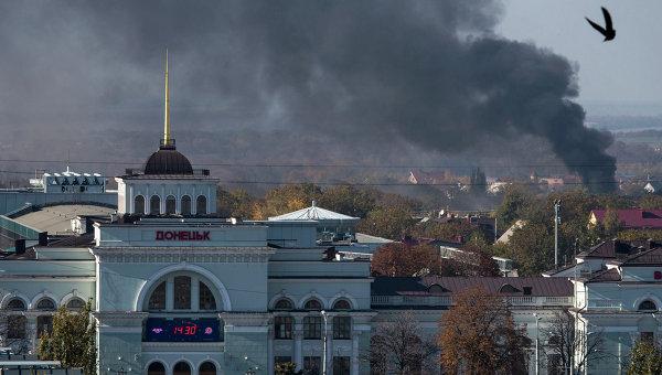 Дым над аэропортом Донецка. Архивное фото