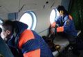 Сотрудники МЧС РФ в салоне вертолета