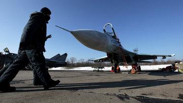 Истребители Су-27 на военном аэродроме. Архивное фото
