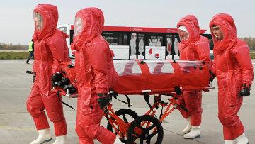Презентация самолета, предназначенного для перевозки инфицированных лихорадкой Эбола. Архивное фото
