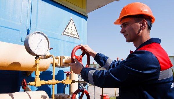 Рабочий на объекте газотранспортной системы Украины. Архивное фото