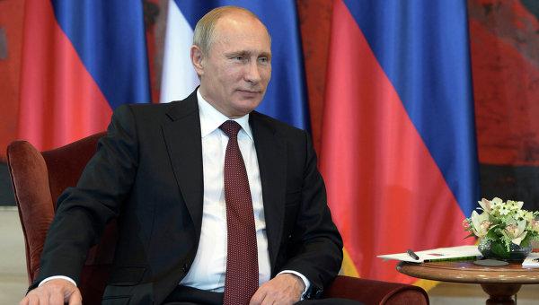 Президент России Владимир Путин во время встречи президентом Сербии Томиславом Николичем в Белграде. Архивное фото