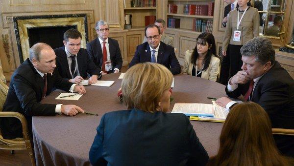 Владимир Путин, президент Украины Петр Порошенко, Ангела Меркель и Франсуа Олланд во время встречи в нормандском формате на полях саммита форума Азия-Европа