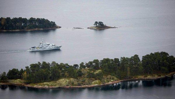 Шведский минный тральщик Костер патрулирует воды Стокгольмского архипелага, 19 октября 2014 года