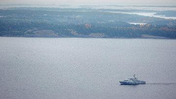 Шведский минный тральщик HMS KULLEN в водах Стокгольмского архипелага 19 октября 2014 года