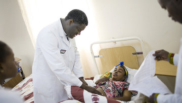 Врач из Демократической Республики Конго Денис Муквеге за работой. Архивное фото