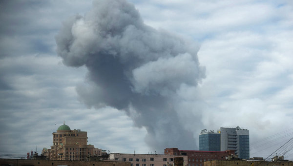 Дым над городом после обстрела Донецка. Архивное фото