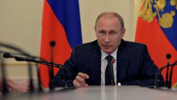 Президент России Владимир Путин на совещании с членами правительства РФ. Архивное фото
